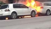 Mulher coloca fogo no carro do ex-namorado em Balneário Camboriú; vídeo