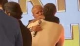 Marcos Mion é consolado por Xuxa após ganhar presente de Gugu