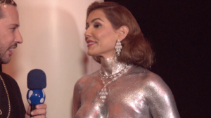 """Deborah Secco aparece quase nua com corpo prateado: """"Carnaval é para isso"""""""