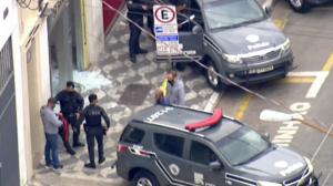 Criminosos fazem reféns durante assalto a banco em São Paulo