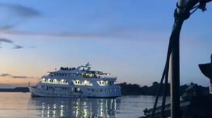 Polícia de Manaus interrompe festa clandestina em barco de luxo