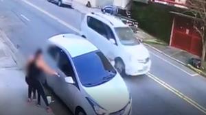 Mãe reage a assalto em frente à escola e salva filha de 4 anos