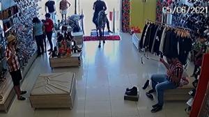 Dupla de criminosos usa cavalo para invadir e assaltar loja em Sergipe