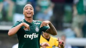 Palmeiras vence o Corinthians com gol de Deyverson