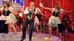 Marcelo de Carvalho dança tarantela para comemorar marca de seu game show