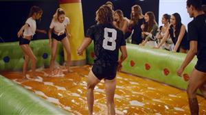 Modelos se enfrentam no futebol de sabão do Conexão Models