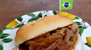Edu Guedes ensina preparar sanduíches da Copa