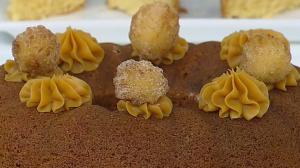 Edu Guedes ensina a preparar receitas de bolos