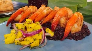 Convidada de Edu Guedes faz receitas com cordeiro, peixe e camarão