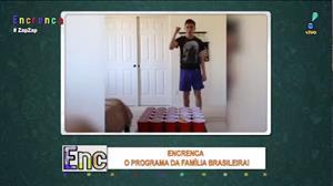 Garoto mostra habilidade incrível com bolas de pingue-pongue