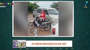 Mulher dá péssimo exemplo com criança em moto