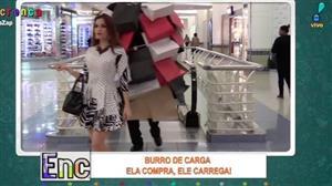"""""""Burro de carga"""" causa estranheza em shopping"""