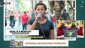 No Canteixon, mulher canta música indecifrável