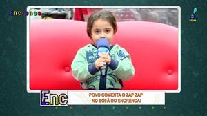 """Menininha dá um show de fofura no """"Povo Comenta o Zap Zap"""""""