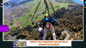 É incrível: Turista fica pendurado em asa-delta apenas pelas mãos!