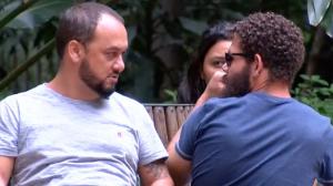 Sorria, você está sendo filmado: Mulher grava escondida homem na praça