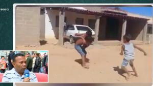 Sofá: meninos causam briga de rua