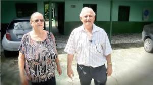 Conheça o casal que abriu a casa para famílias de detentos rebelados no AM