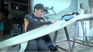 Após acidente em rio, atleta supera tetraplegia com paixão pelo surfe
