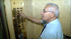 Ascensorista de BH conta histórias de famosos que transportou em elevador