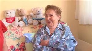 Cantora que sofre de Alzheimer diz ser feliz no Retiro dos Artistas