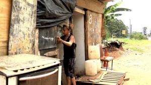 """""""A gente nunca recebe um não da rua"""", diz moradora de barro em São Paulo"""