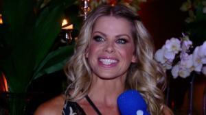 Aos 37, Karina Bacchi dispensa docinhos e diz como mant�m corpo 'durinho'
