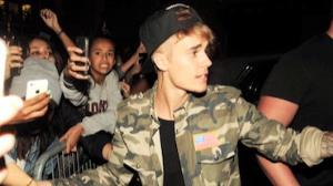 Justin Bieber agride fot�grafo na Fran�a