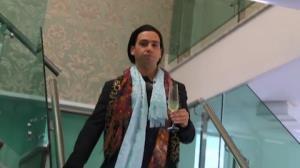 Vini Vieira invade a casa de The Bachelor