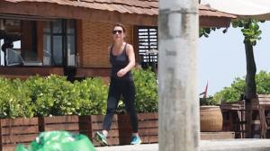 Adriana Esteves mant�m a forma antes de voltar � TV
