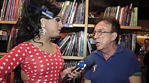 Moacyr Franco brinca que aceitaria ir para o Zorra Total se ganhasse mais