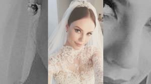 Paolla Oliveira aparece vestida de noiva e surpreende internautas