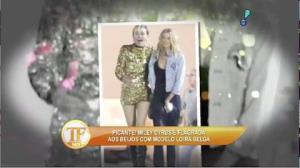 Miley Cyrus � flagrada aos beijos com a modelo Stella Maxwell