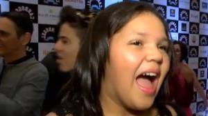 Simony leva a filha Aisha ao lan�amento do filme de 'Carrossel'