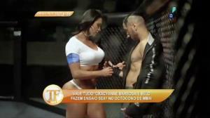 Gracyanne Barbosa e Belo fazem ensaio em oct�gono de MMA