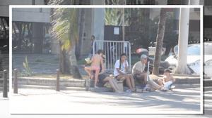 D�bora Falabella vai � praia com Murilo Ben�cio e os filhos