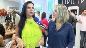 Solange Gomes revela que pega roupas emprestadas da filha adolescente