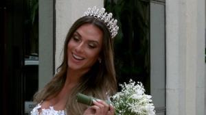 Nicole Bahls se veste de noiva e 'xaveca' Marcelo Bimbi: 'que moreno lindo'
