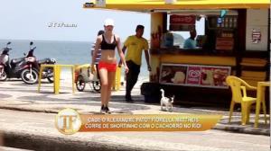 Fiorella Mattheis � flagrada bem acompanhada em praia do RJ