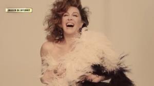 Aos 50 anos, Claudia Raia posa poderosa de lingerie em ensaio
