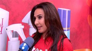 Scheila Carvalho rouba a cena ao dar 'sarrada no ar' em evento em SP