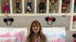Larissa Manoela é criticada na internet por mostrar bonecas no quarto