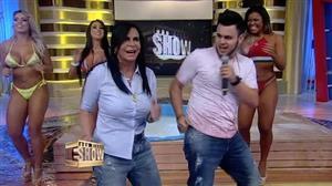 Filho de Gretchen, Gabriel Miranda canta no João Kléber Show