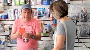 Malandro tira a maior onda ao vender capinha para celular