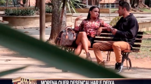 Morena quer desencalhar e deixa marmanjos na maior saia justa
