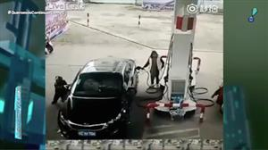 Ladrão se dá mal após aproveitar distração de dona de carro na China