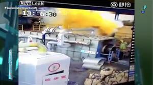 Câmera flagra explosão que deixou quatro mortos em empresa da China