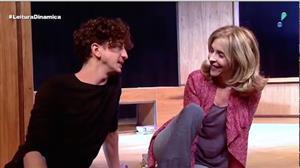 """Espetáculo """"Estranhos.com"""" apresenta romance que transcende gerações"""