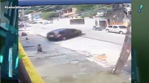 Carro desgovernado quase causa tragédia na Bahia