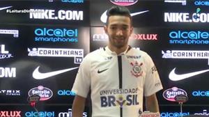 Atacante Clayson chega ao Corinthians prometendo ser 'desafogo'